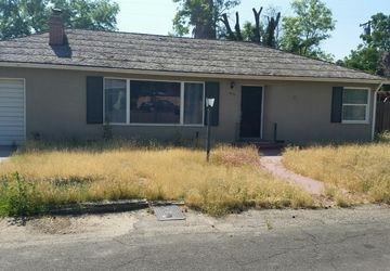 1810 Peralta Way Hanford, CA 93230