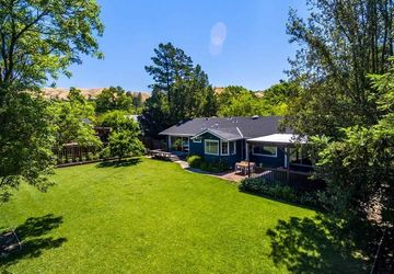 1056a Larch Ave Moraga, CA 94556