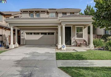 299 Autumn Rain Drive Lathrop, CA 95330