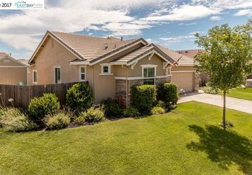 1032 Shady Grove St Manteca, CA 95336