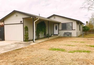 212 4th St Isleton, CA 95641