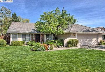 3888 Rushmore Redding, CA 96001