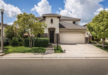 1324  Woodford Lane Lincoln, CA 95648