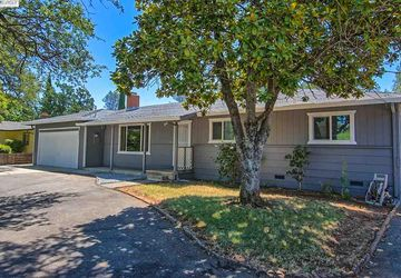 3451 Glenwood Dr, Redding, CA 96003
