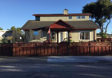 1230 Cypress St East Palo Alto, CA 94303-1743