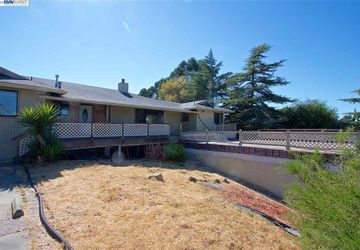 27440 Fairview Ave Hayward Hills, CA 94542-1434