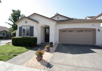 1284 Eagle Drive Windsor, CA 95492