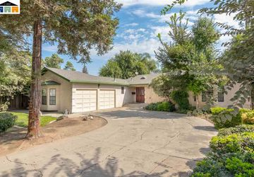 207 N 7th St Patterson, CA 95363