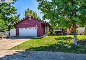 2213 Jessica Way Redding, CA 96002