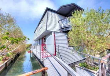 22 Yellow Ferry Dock Harbor Sausalito, CA 94965