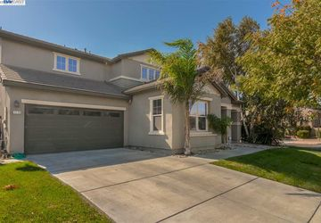 1328 Cliff Swallow Dr Patterson, CA 95363