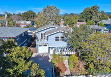 4625 Emerald Street Capitola, CA 95010
