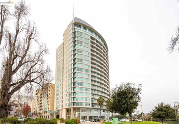 1 Lakeside Dr # 717 OAKLAND, CA 94612