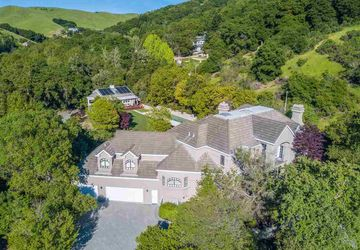 21 Merrill Circle South Moraga, CA 94556