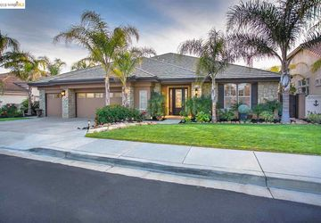4056 Newport Ln Discovery Bay, CA 94505