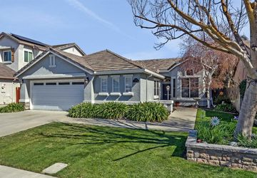 2006 Hyde Park Place Manteca, CA 95336