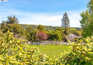 4682 Ewing Rd Castro Valley, CA 94546