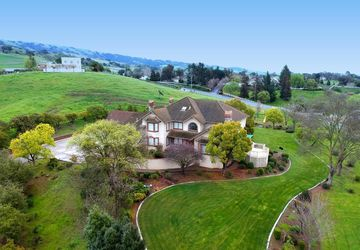 3004 Val Court Gilroy, CA 95020