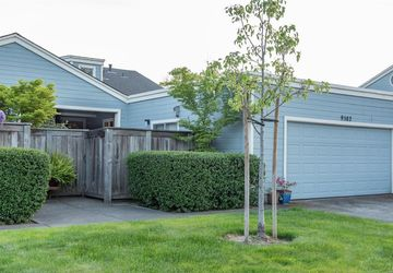 9582 Lakewood Drive Windsor, CA 95492