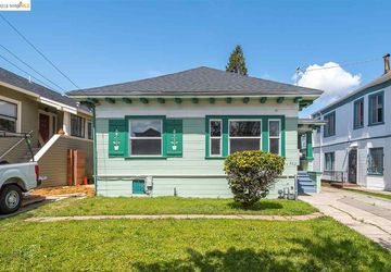 882 52nd St OAKLAND, CA 94608