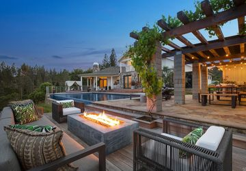 6021 West Dry Creek Road Healdsburg, CA 95448