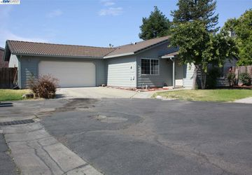 1440 Windsor Ct Turlock, CA 95380-7526