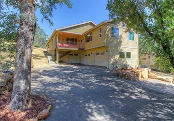 18410 North Shore Drive Hidden Valley Lake, CA 95467