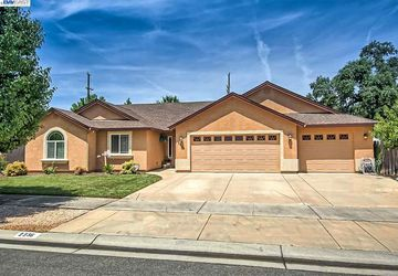 2236 Lonigan Ct Redding, CA 96001