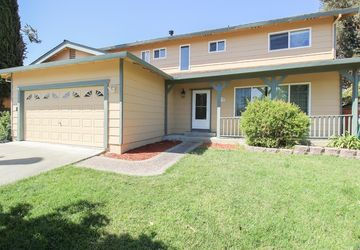 729 Whispering Bay Lane Suisun City, CA 94585