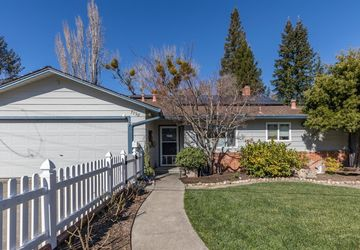 7798 Brookside Avenue Sebastopol, CA 95472