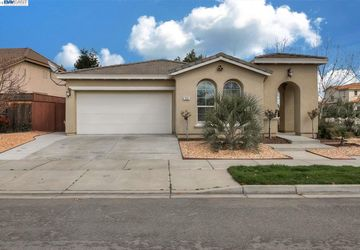 399 Applegate Drive Oakdale, CA 95361-8285