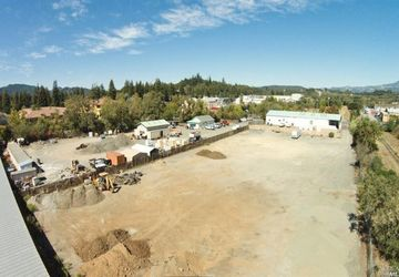 110  Dry Creek Rd Healdsburg, CA 95448