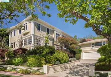 132 Hillside Avenue Piedmont, CA 94611-3905