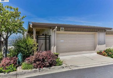 8 Starview Dr OAKLAND, CA 94618