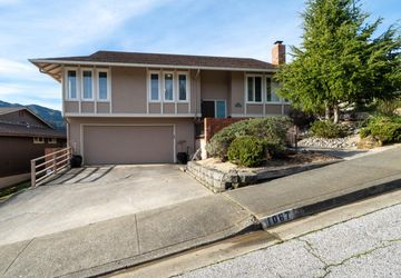 1067 Park Pacifica Ave Pacifica, CA 94044