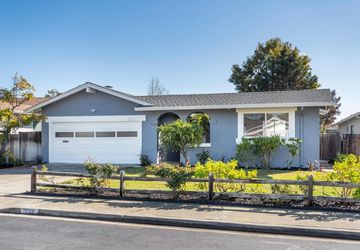 321 Topsail Ct Foster City, CA 94404