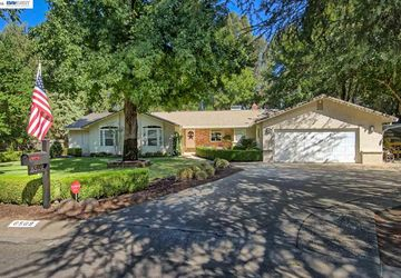 6569 Lucerne Ct Redding, CA 96001