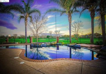 5480 Fairway Ct Discovery Bay, CA 94505
